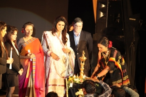 Ms Shabana Azmi, Noted Film Actor, Social Activist & Former MP, Mrs Vandana Luthra, VLCC Founder and Vice Chairperson & NSDC MD & CEO Shri Dilip Chenoy during the lamp lighting ceremony