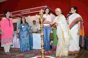 Nishi Singh and Mrs Aruna Dalmia Chairman of Akshay Pratishthan