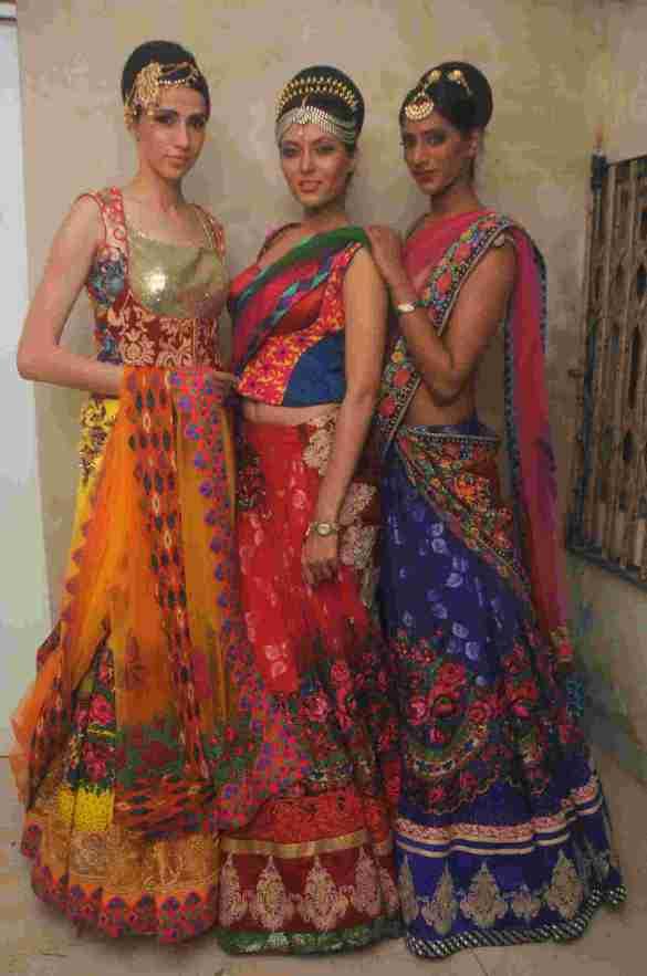 19. Alesia Raut, Shriya Kishore, & Sheela Tiruchi in Rohhit Verma's Outfit  DSC_8788