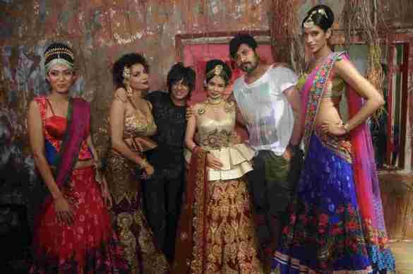 21. Shreya Kishore, Diandra Soares, Rohhit Verma, Kavitta  Verma, Faisal Reza with  Sheela Tiruchi  DSC_9144
