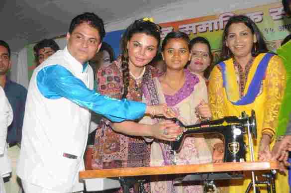 7. Cyril Dsouza with Rakhi Sawantand Zeenat Qureshi  Distributing Sewing Machines  DSC_0349