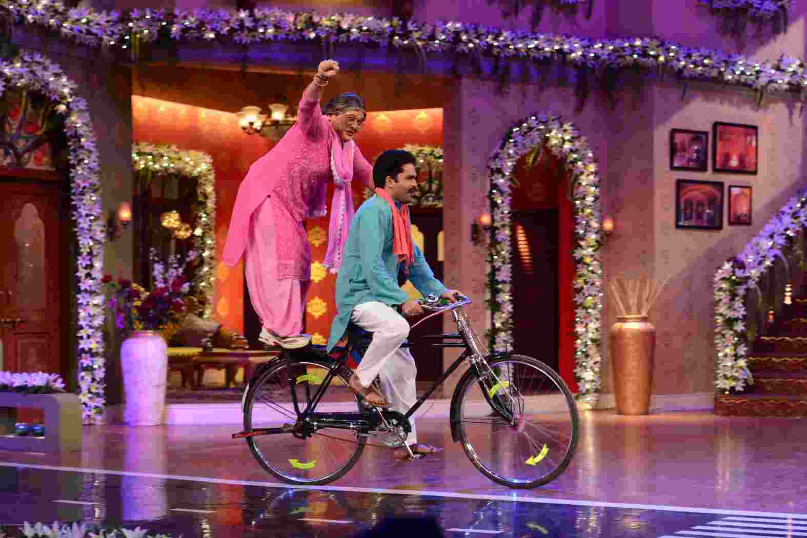 Singham cast celebrates the 100th episode of Comedy Nights With Kapil