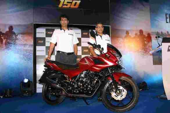 Rajiv Bajaj, MD & Eric Vas, President - Motorcycle Business - Bajaj Auto Ltd unviel Discover 150F in Mumbai