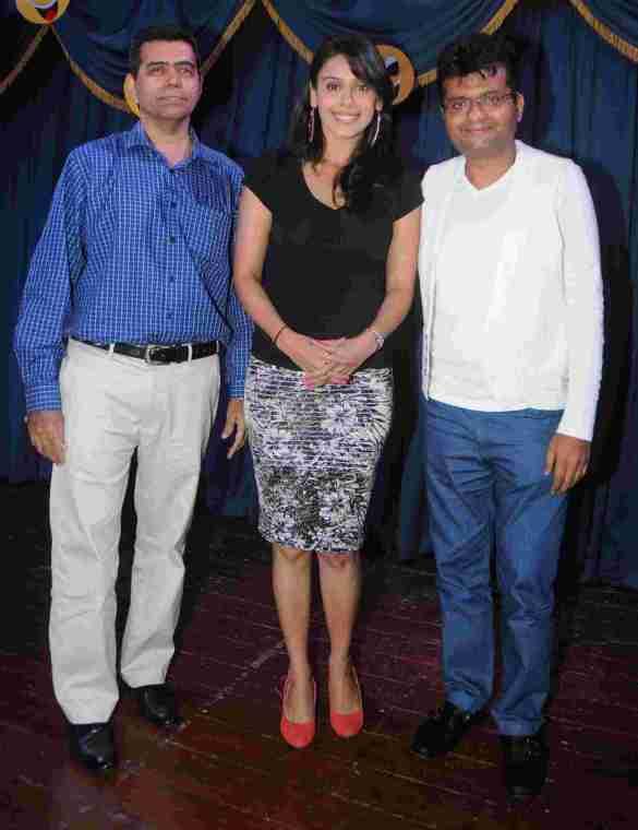4. Hrishitaa Bhatt & Aneel Murarka Jai Hind Teacher DSC_3899