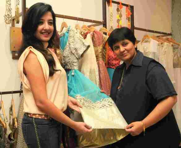 5. Amy Billimoria with Falguni Pathak  DSC_4798