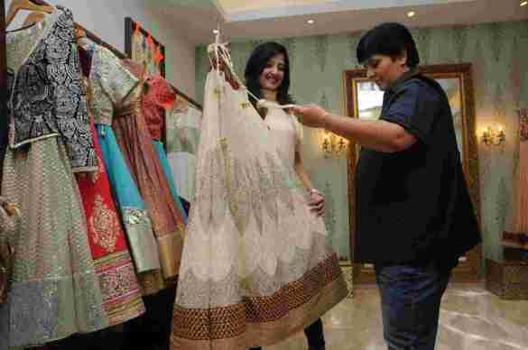 5. Amy Billimoria with Falguni Pathak  DSC_4798_1