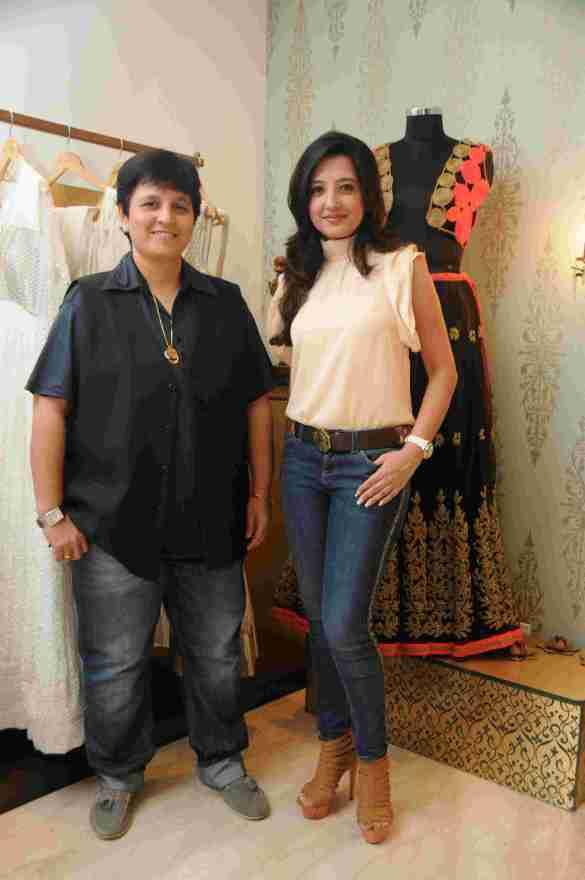 6. Amy Billimoria with Falguni Pathak  DSC_4694