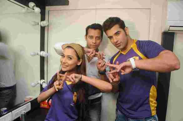 6. Sara Khan, Mayank Singh & Paras Chhabra  DSC_2111