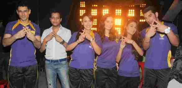 7. Team Rowdy Bangalore  (Niketan Madhok, Mayank Signh,  Hrishita Bhatt,   Evelyn Sharma, Sara Khan , Paras Chhabra)   DSC_2352
