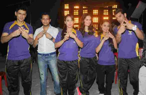 8. Team Rowdy Bangalore  (Niketan Madhok, Mayank Signh,  Hrishita Bhatt,   Evelyn Sharma, Sara Khan , Paras Chhabra)  DSC_2344