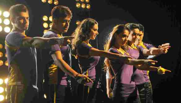 9. Team Rowdy Bangalore  (Paras Chhabra, Hrishita Bhatt, Ravi Kishan,  Evelyn Sharma, Sara Khan , Niketan Madhok) DSC_2315