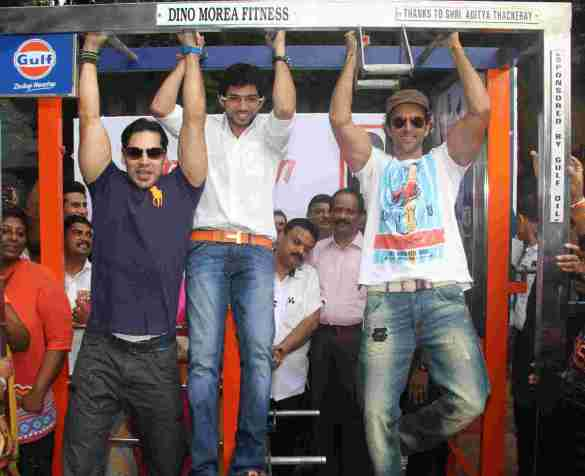 Dino Morea, Aaditya Thackeray &  Hrithik Roshan 2 at the launch of DM Fitness in Matunga Five Gardens 1 - Pic by Siddhant Gill