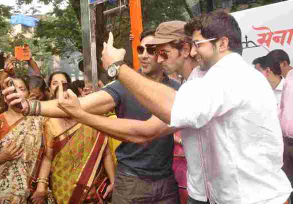 Dino Morea, Hrithik Roshan and Aaditya Thackeray click a selfie at Dino's DM Fitness launch in Matunga Five Gardens