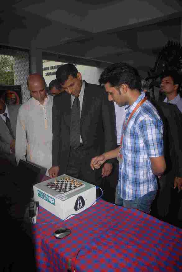 Dr. Raghuram Rajan, Governor, RBI, takes a glimse on the Automated Chessboard especially built and designed by the students of Somaiya Vidyavihar on occassion of the 55th Foundation Day of Somaiya Vidyavihar 1