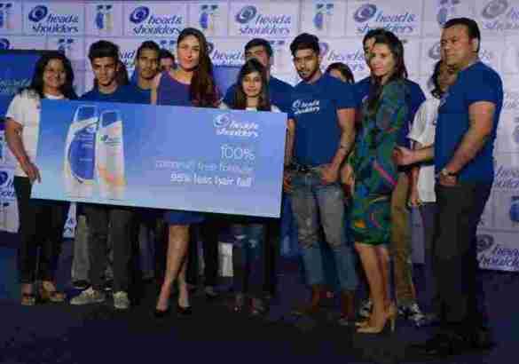 Head & Shoulders Relationship Expert Kareena Kapoor Khan giving tips to Couples