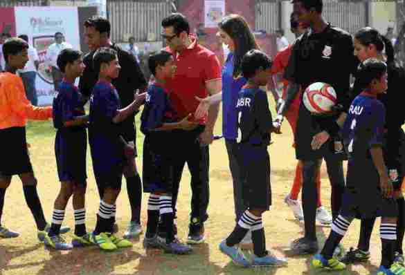 Mrs Nita Ambani (R) and Bollywood actor Salman Khan (2R) meet the kids from NGO's before the start of an exhibition match during the launch of the Reliance Foundation Young Champs programme held in Mumbai, India on the 7th December 2014. Photo by:  Pal Pillai/ ISL/ SPORTZPICS