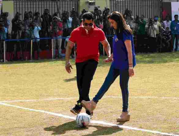 Actor Salman Khan and Mrs.Nita Ambani during the launch of Reliance Foundation Young Champs programme held in Mumbai, India on the 7th December 2014. Photo by:   Sandeep Shetty/ ISL/ SPORTZPICS