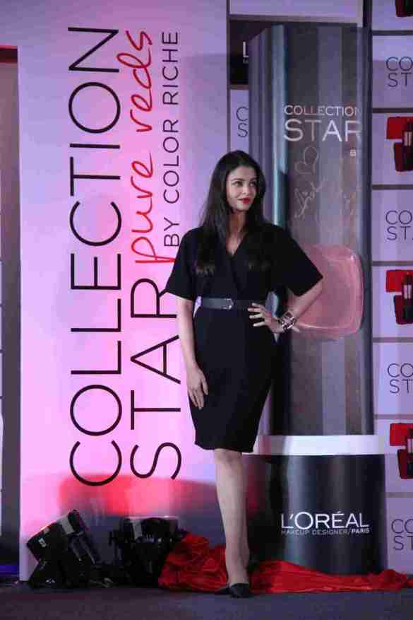 Aishwarya Rai Bachchan with her Lipstick shade at L'Oreal Paris Pure Reds Launch_2