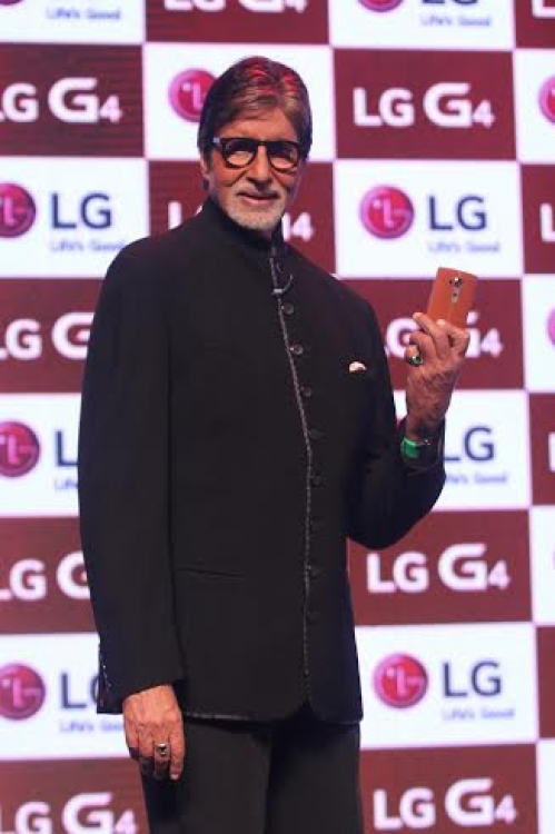 Amitabh Bachchan launches LG-G4-01