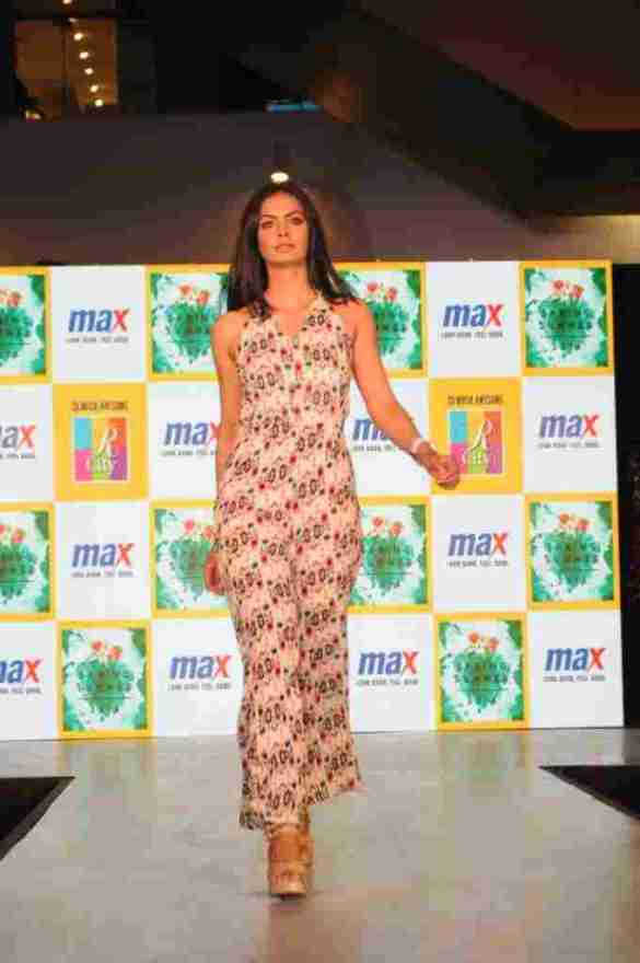 Model walks the ramp in MAX Summer'16 Collection (2)