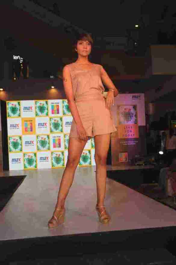 Model walks the ramp in MAX Summer'16 Collection (3)