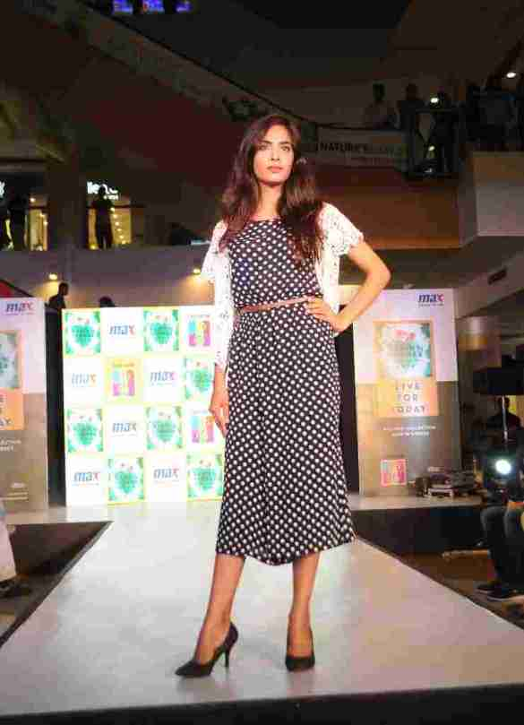 Model walks the ramp in MAX Summer'16 Collection (4)